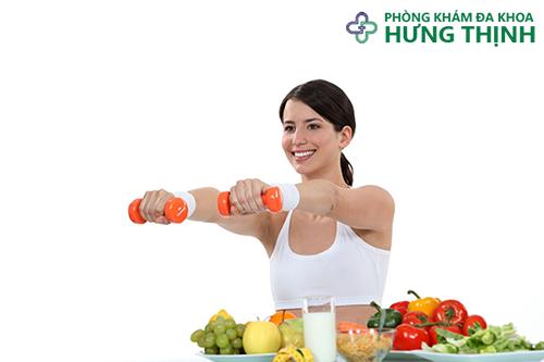 chế độ ăn khoa học cùng tập thể dục vừa phải sẽ giúp điều trị bệnh trĩ tại nhà hiệu quả